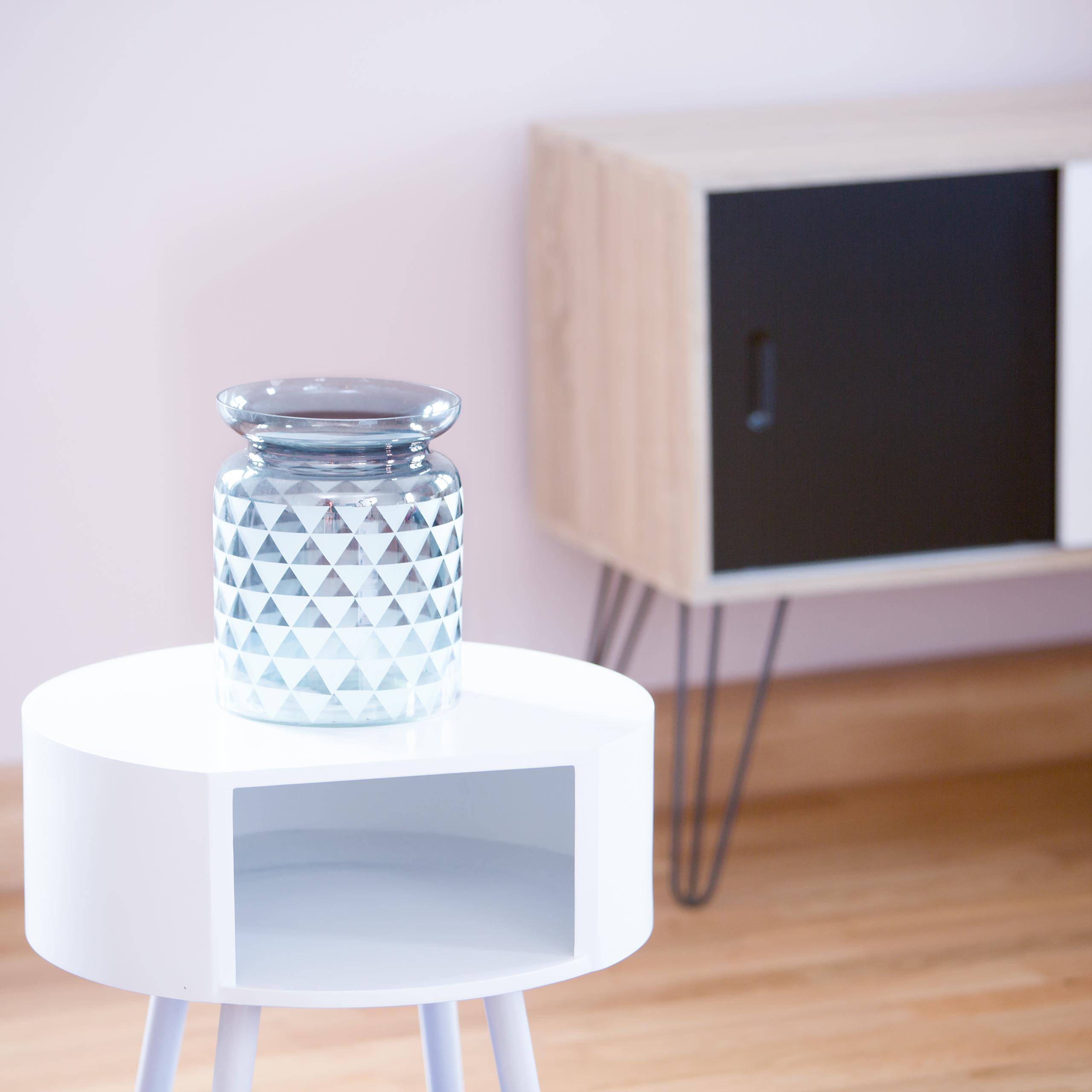 Vaso-decorativo-in-vetro-per-la-casa-con-decorazioni-motivi-decorativi
