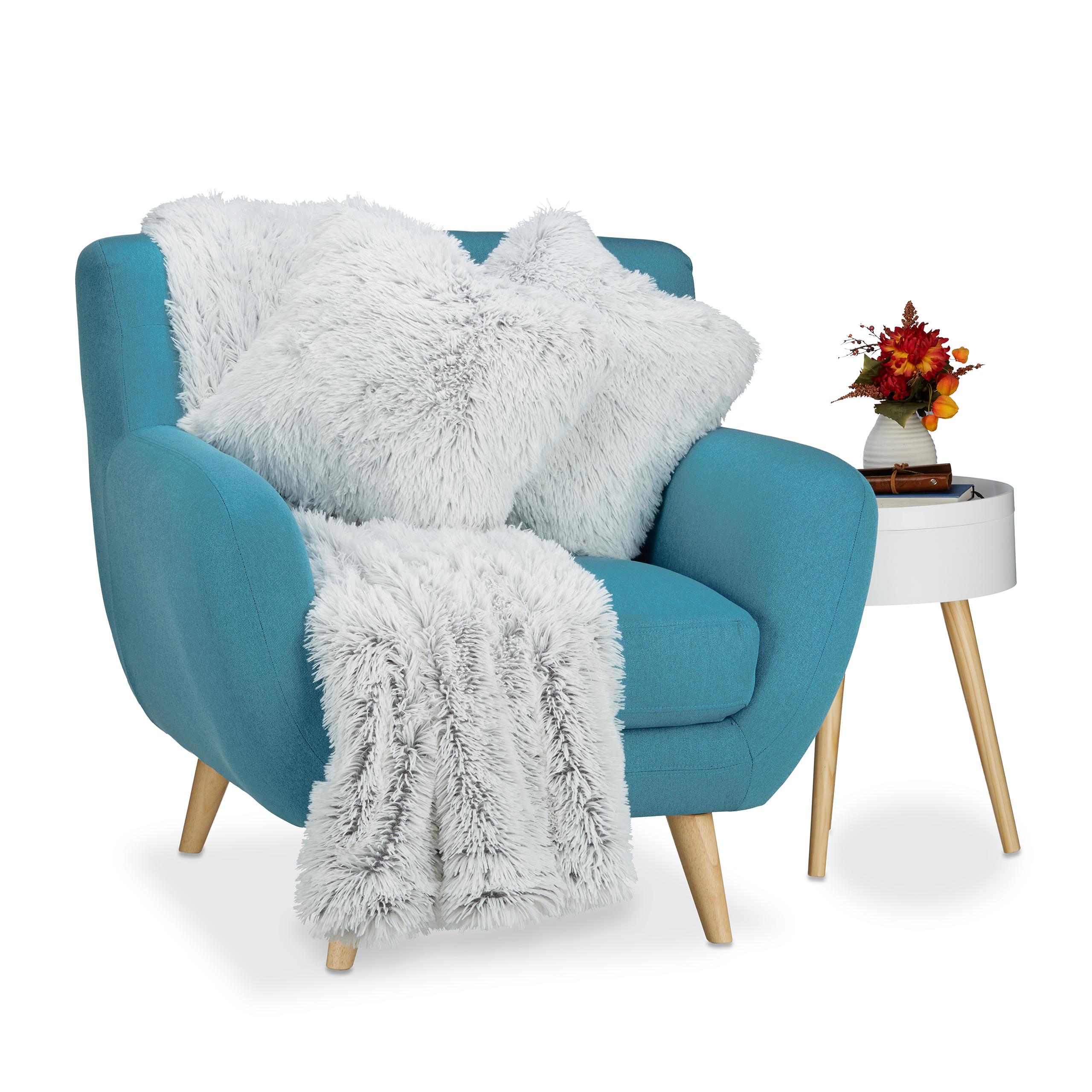 Couverture-style-fausse-fourrure-2-coussins-fausse-peau-deco-canape-salon