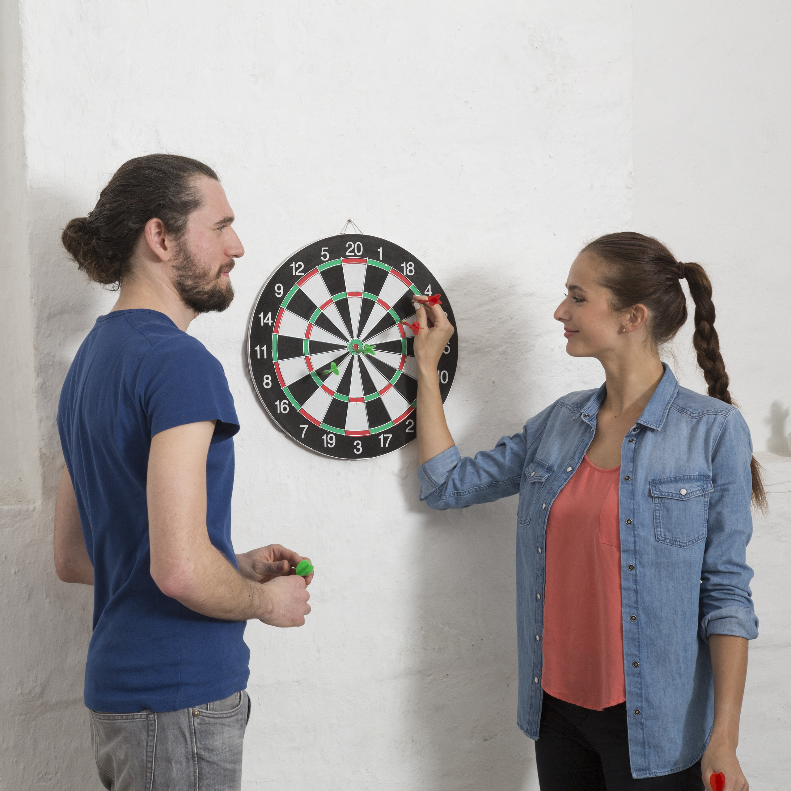 dartscheibe soft darts 42 cm darboard dartgame wand mit standfu schwarz wei ebay. Black Bedroom Furniture Sets. Home Design Ideas