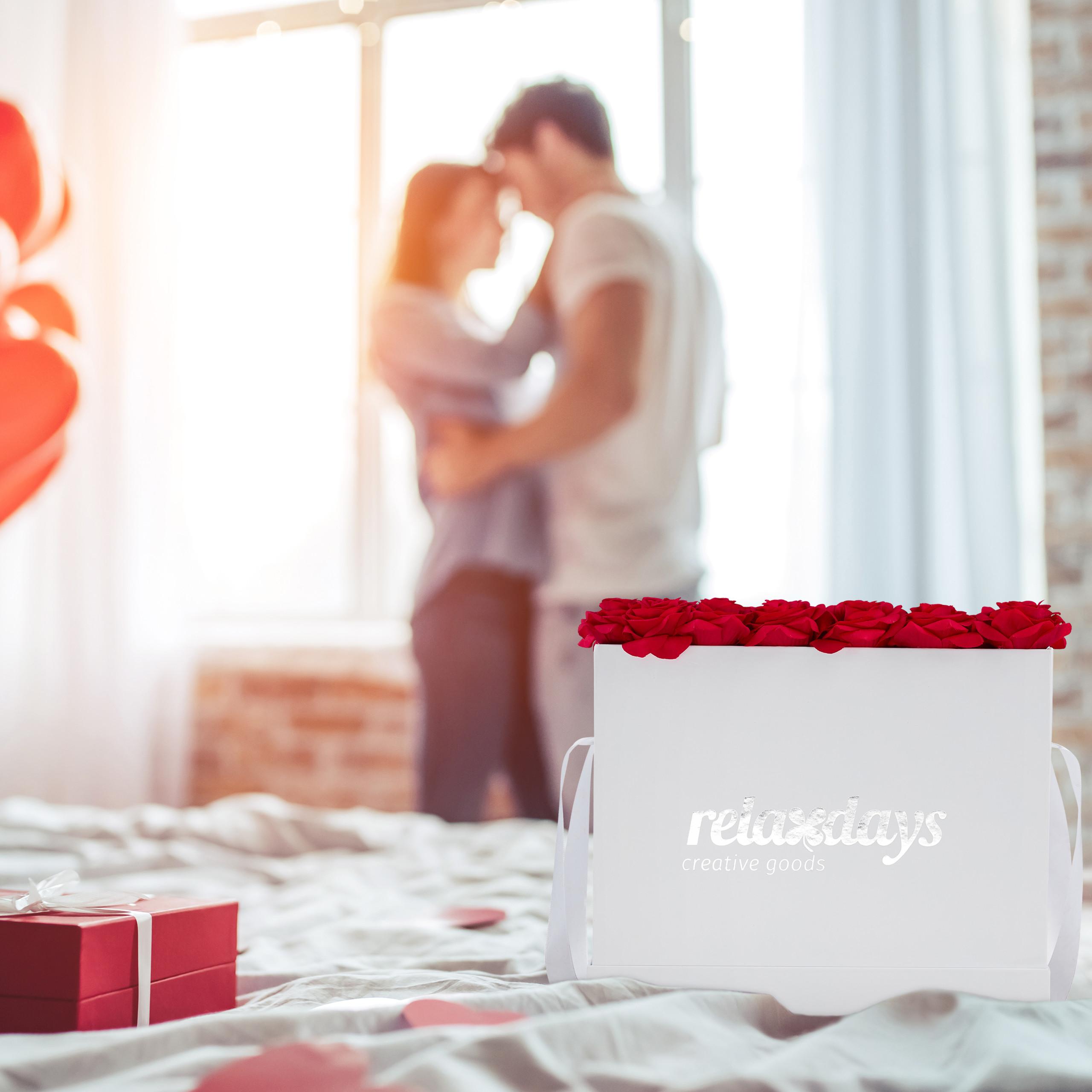 Rosenbox-Flowerbox-49-Kunstblumen-Valentinstag-Blumenbox-Deko-Ewige-Rosen-eckig Indexbild 15